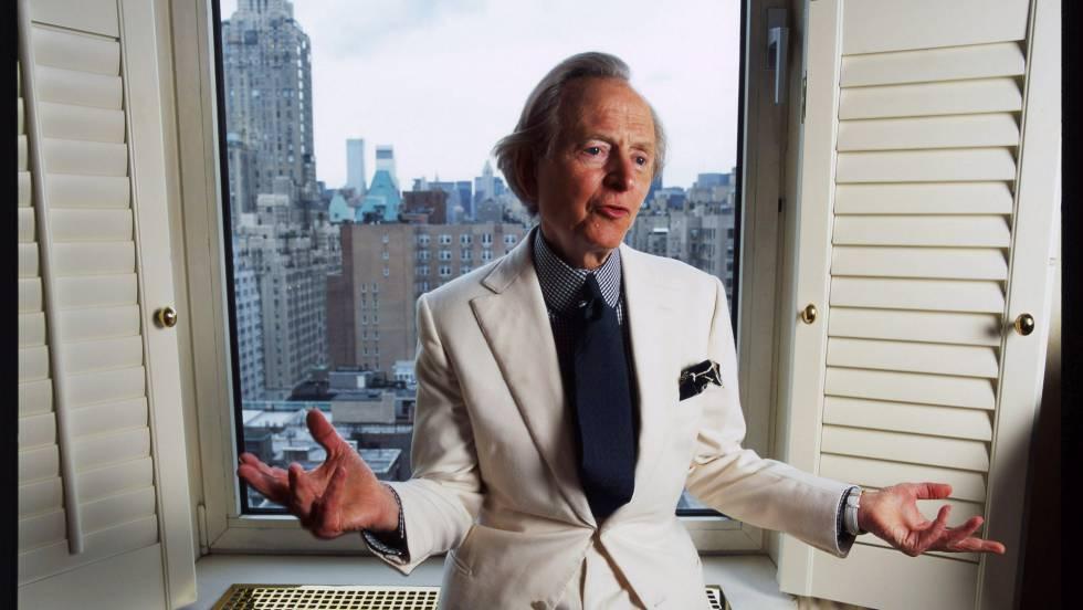 Tom Wolfe en su apartamento de Nueva York en 2004.