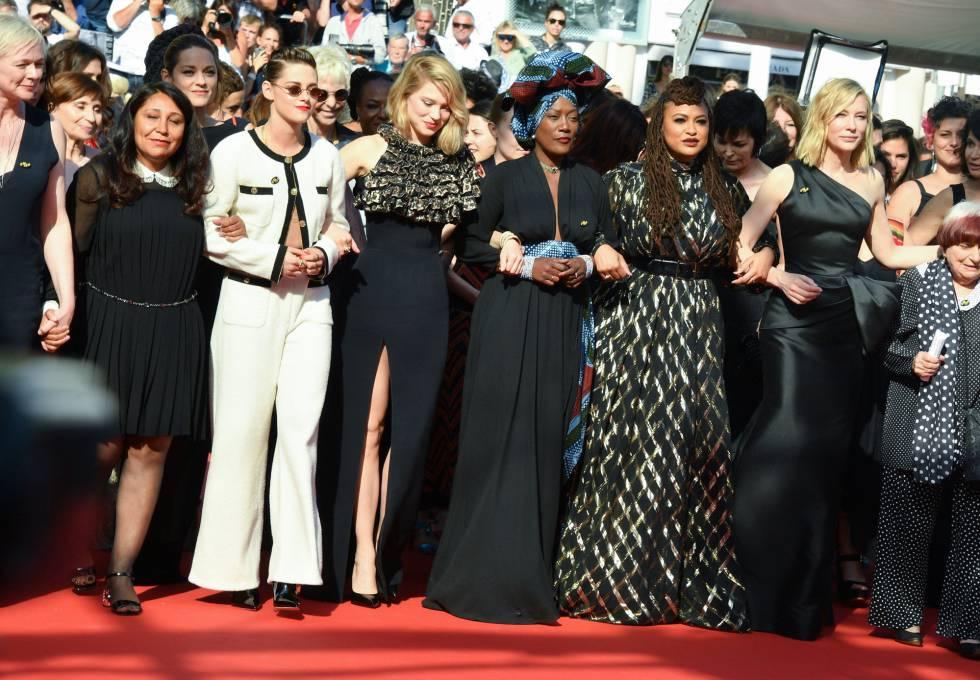 Cate Blanchett y Agnès Varda, entre las 82 mujeres del cine que leyeron un manifiesto a favor de la igualdad y en contra de los abusos en Cannes.