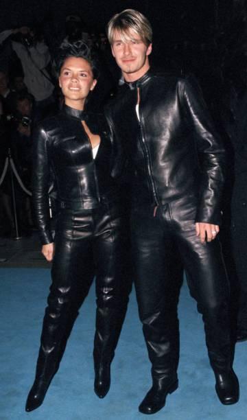 David y Victoria Beckham en una fiesta organizada por Versace en Londres, en junio de 1999.