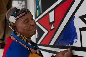 La artista sudafricana Esther Malangu.