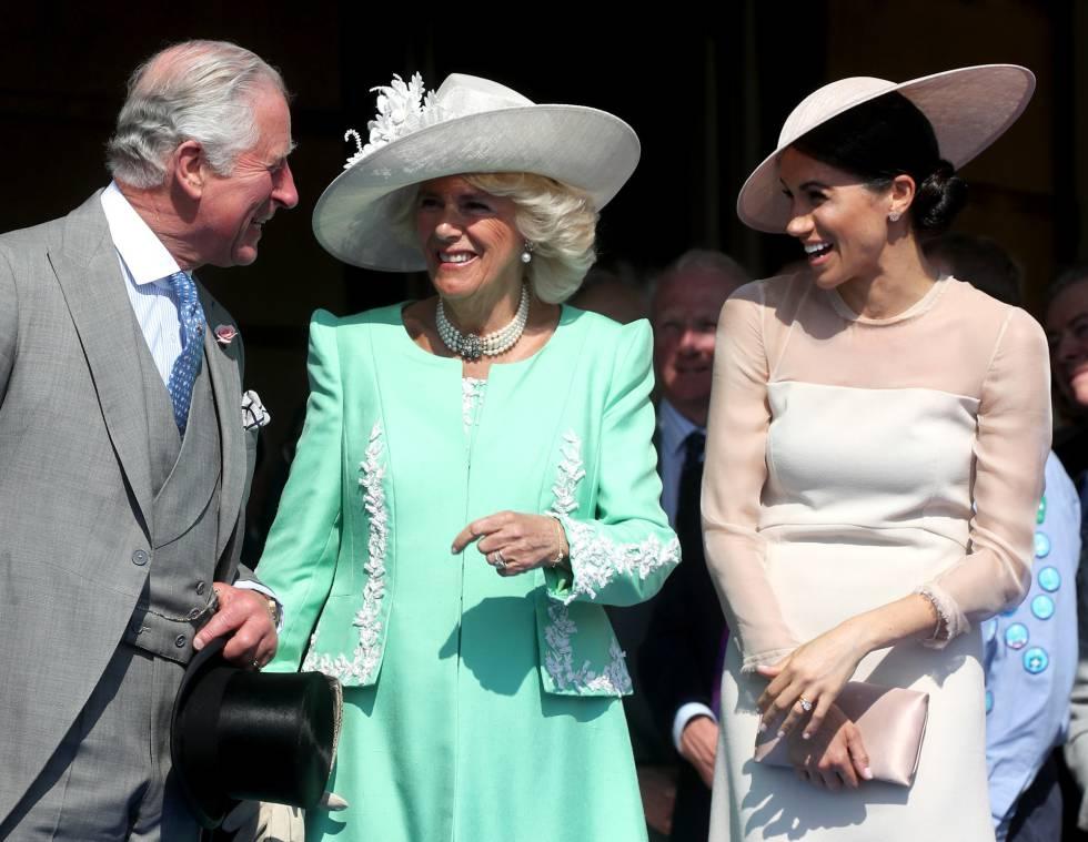 Carlos de Inglaterra, con Camila y Meghan Markle.