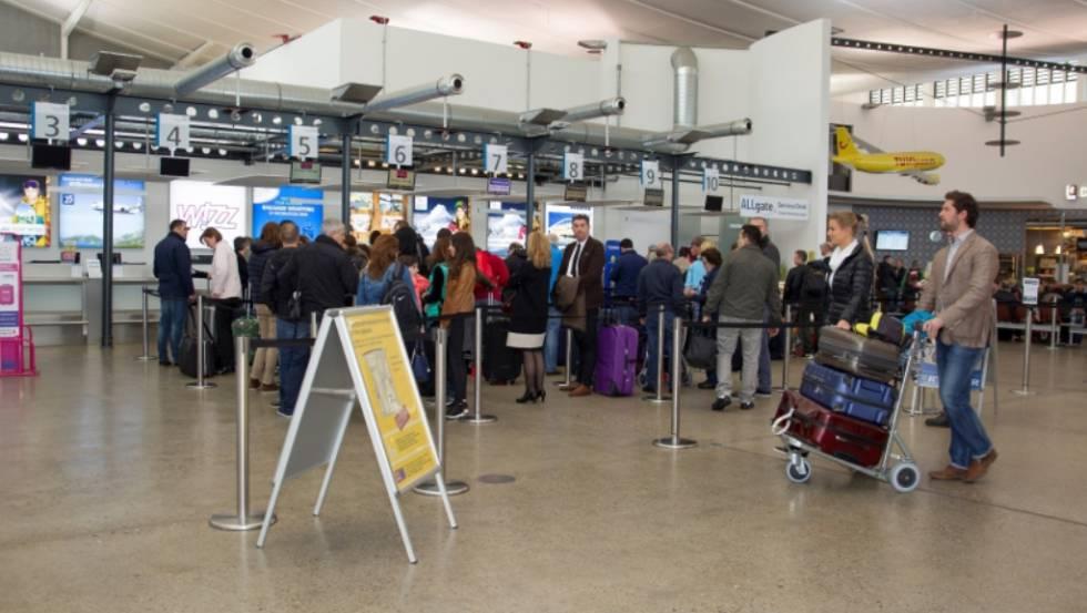 Vista de la terminal del aeropuerto de Allgäu (Alemania).