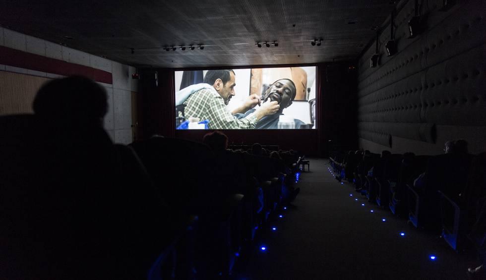 Proyección de la película de Cédric Ido 'La vie de château' en la Filmoteca de Barcelona.
