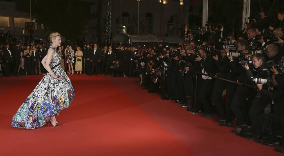 Cate Blanchett posa no carpete vermelho do Festival de Cannes em 10 de maio de 2018