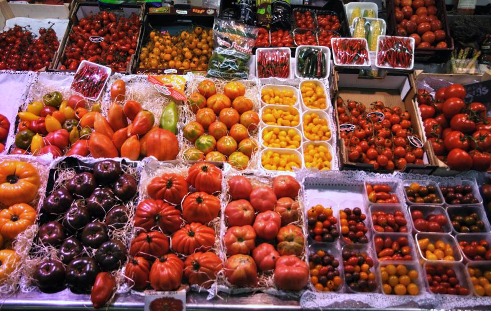 Distintas variedades de tomates en el Mercado de la Boquería (Barcelona).