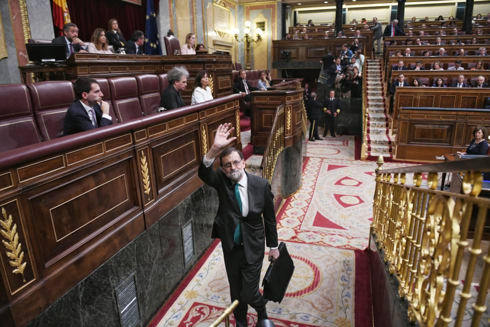 Spanish Prime Minister Mariano Rajoy leaves Congress on Thursday.