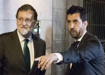 Rajoy takes refuge in restaurant, as Congress debates his ouster
