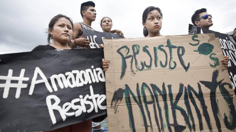 Protesta de la comunidad indígena Shuar por sus tierras en Ecuador.