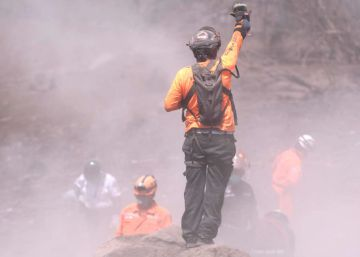 Panic at the foot of a Guatemala volcano