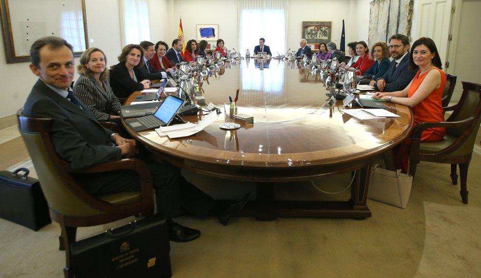 Resultado de imagen de consejo de ministras pedro sanchez