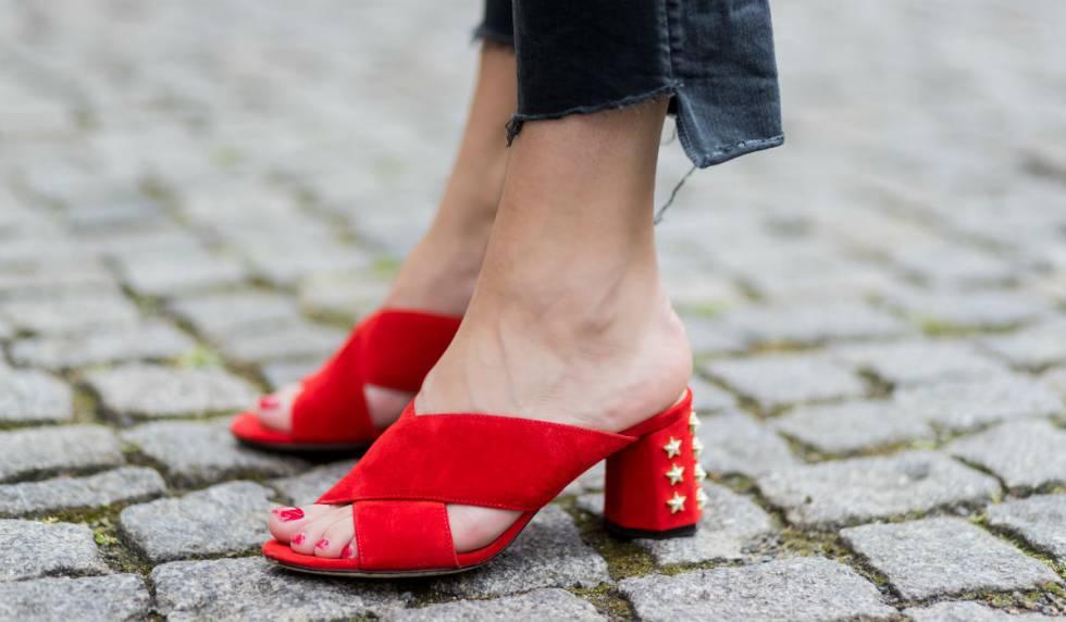 La era de las sandalias cómodas  12 tendencias para llevar este verano 9dcfe98c41ba