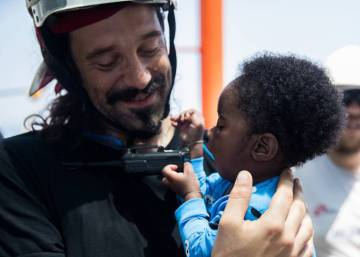 Italian military ships will escort 'Aquarius' to Valencia