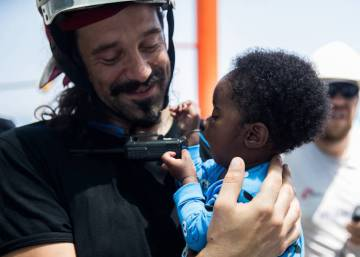 Italian military ships to escort 'Aquarius' to Spanish port of Valencia