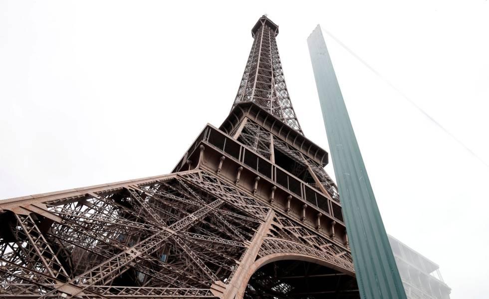fotos la torre eiffel estrena una barrera de protección antibalas