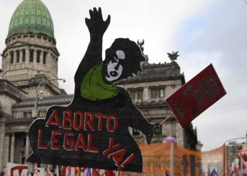 Argentine Chamber of Deputies votes in favor of legalized abortion