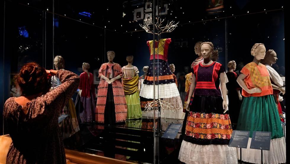 Los Vestidos Que Forjaron El Mito De Frida Kahlo Estilo
