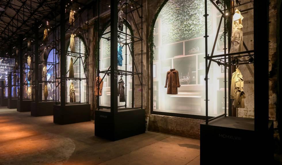 Vista de la instalación de la exposición Herno L.I.B.R.A.R.Y., celebrada en Stazione Leopolda de Florencia en el marco de la feria Pitti Uomo 94 (junio de 2018).