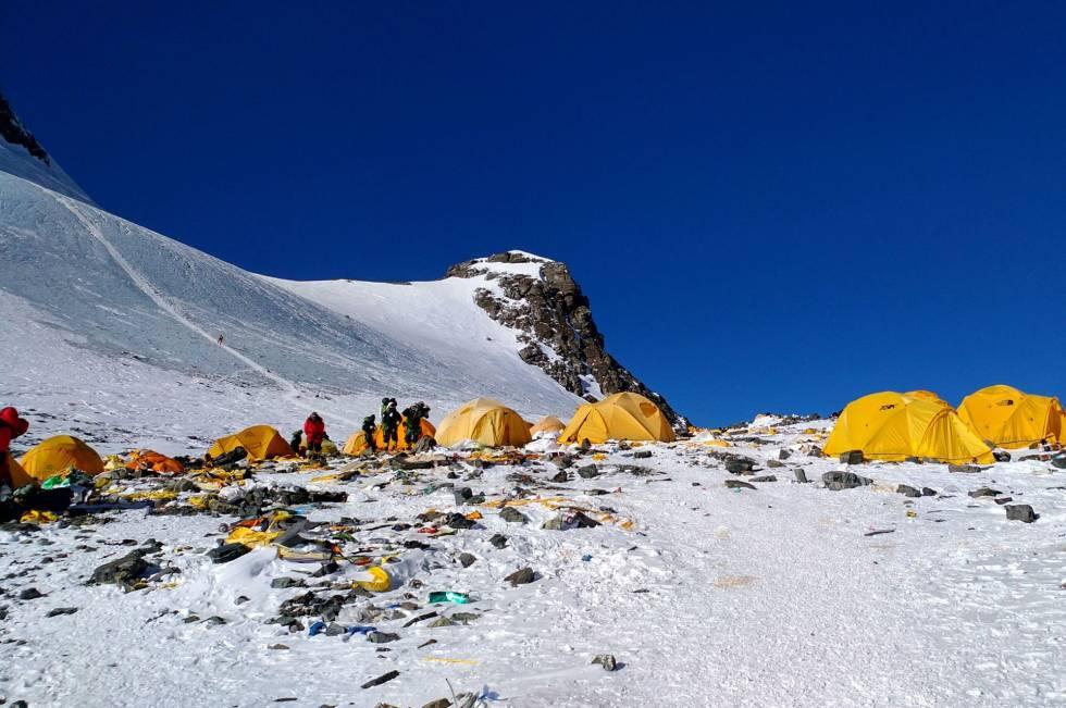 O Everest, um lixão no teto do mundo