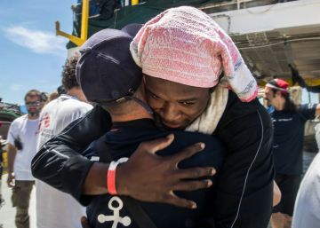 Migrants on board 'Aquarius' given 45-day permit to stay in Spain