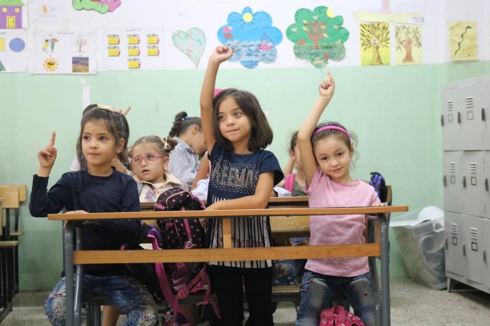 Una clase en una escuela para refugiados palestinos en Líbano.