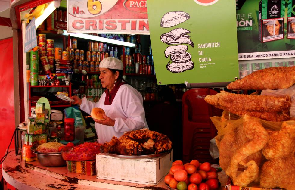 El sándwich de chola de Crecencia Zurita, en el parque Las Cholas, está hecho con pierna de cerdo.