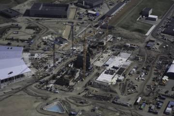 Vista aérea del ESS con el búnker que contendrá la diana en el centro y el edificio de experimentos a la izquierda.