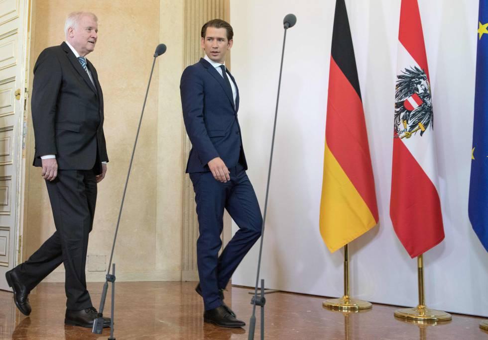 El canciller austriado Sebastian Kurz (a la derecha) con el ministro alemán del Interior Horst Seehofer el pasado 5 de julio en Viena.