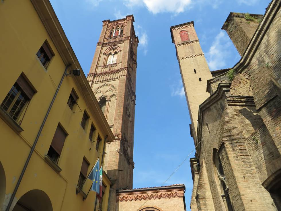 Las torres de Assinelli y Garisenda, en Bolonia.