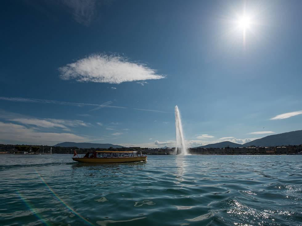 El Jet d'Eau es la principal atracción turística del lago Lemán en Ginebra.