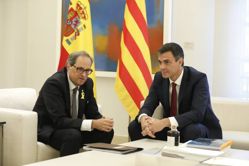 Quim Torra (l) and Pedro Sánchez in Madrid on Monday.