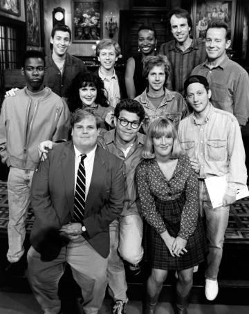 Phil Hartman (última fila a la derecha) con el equipo de 'Saturday Night Live' en la temporada 18 (1992-1993).