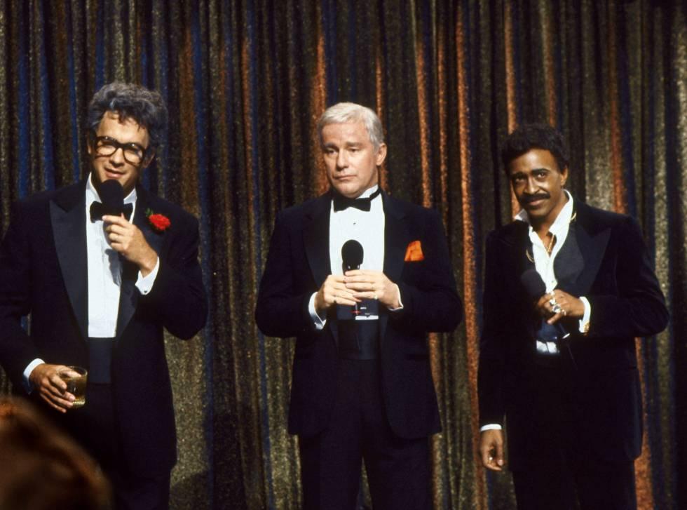 De izquierda a derecha, Tom Hanks, Phil Hartman y Tim Meadows en la temporada de 17 de 'Saturaday Night Live'.