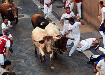 Dangerous but clean run at Day 3 of the Running of the Bulls in Pamplona