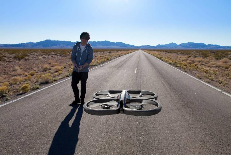 e708b0ae7 El Parrot AR.Drone 2.0 es una de las ofertas destacadas de esta semana.