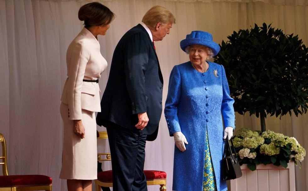 La reina Isabel II recibe a Donald y Melania Trump en el castillo de Windsor, el viernes 13 de julio de 2018.