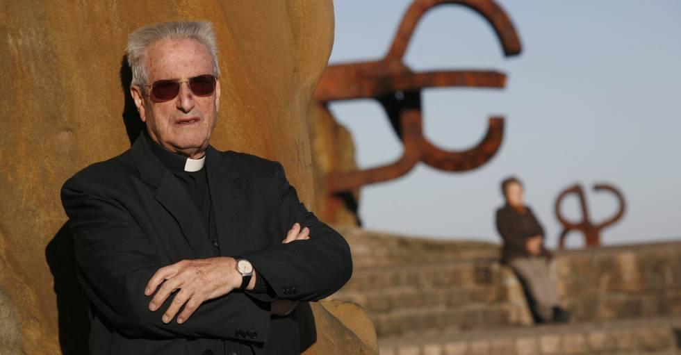 José María Setién, en el Peine de los Vientos, San Sebastián, en 2007.