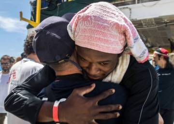 Migrants on board 'Aquarius' granted 45-day special permit to stay in Spain