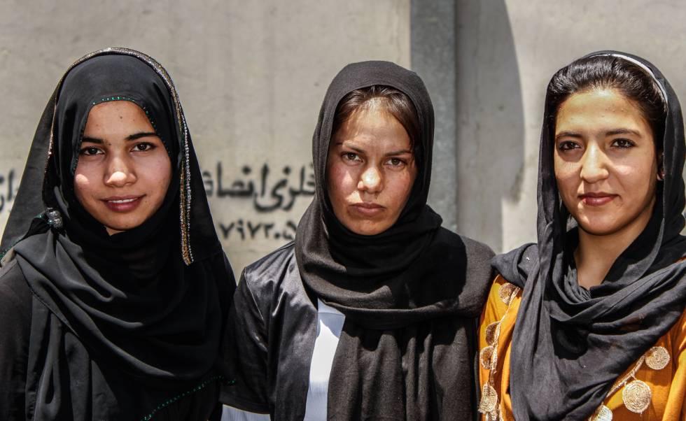 Chicas estudiantes en Kabul (Afganistán).
