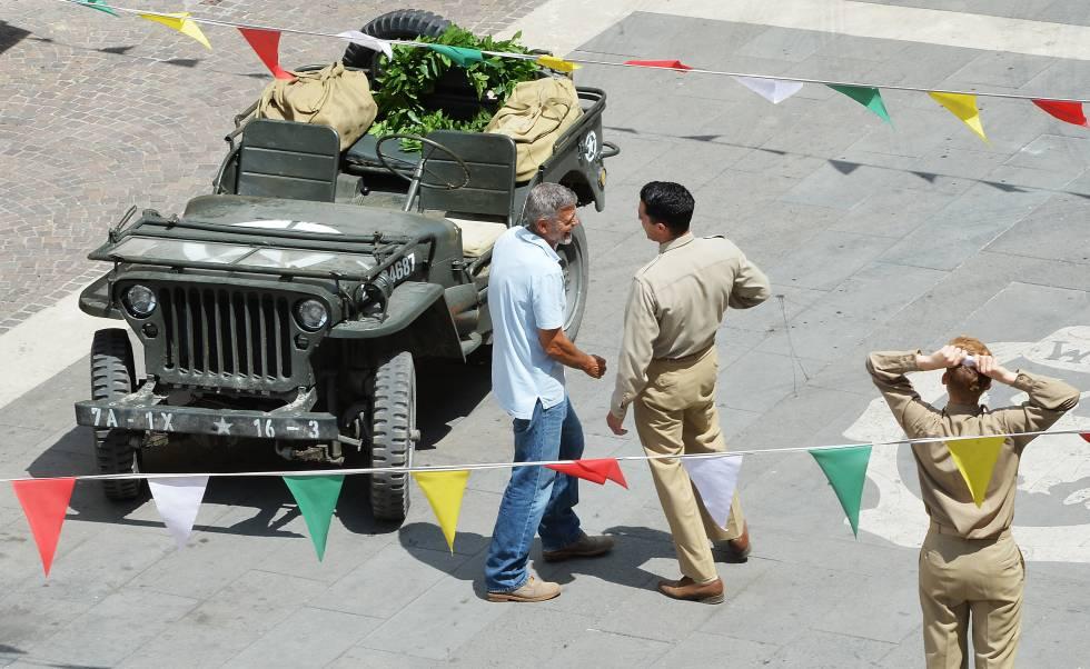 El actor George Clooney en el set del rodaje de 'Trampa 22' en Sutri, Italia.