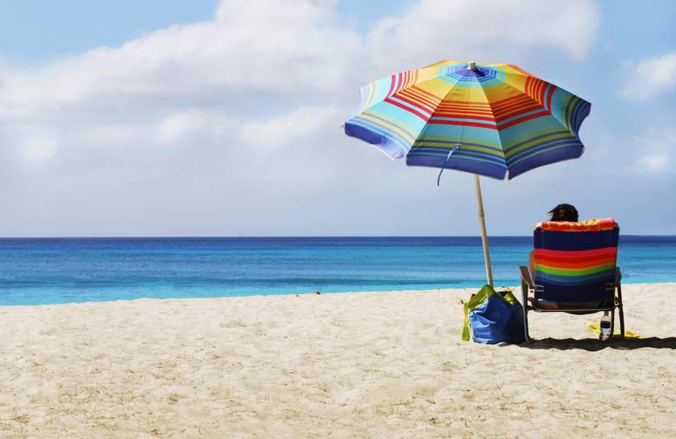 65f6ea017 Las mejores ofertas en toallas, sombrillas y otros artículos para ir a la  playa