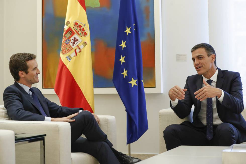 Pedro Sanchez (r) and Pablo Casado at their meeting on Thursday.