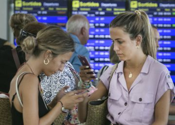 Nearly half of all flights at Barcelona airport delayed in peak holiday season