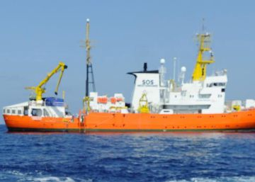 Gibraltar calls on 'Aquarius' rescue ship to sail under different flag