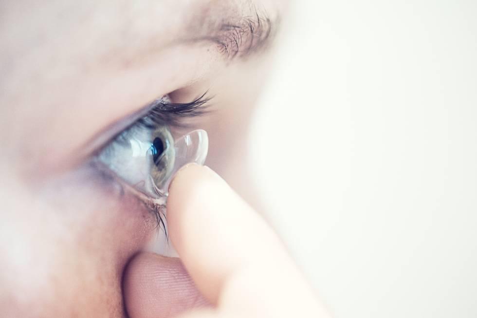 32b297f16b8cf Guardar las lentillas en agua con sal y otros 12 errores que cometemos  habitualmente con ellas