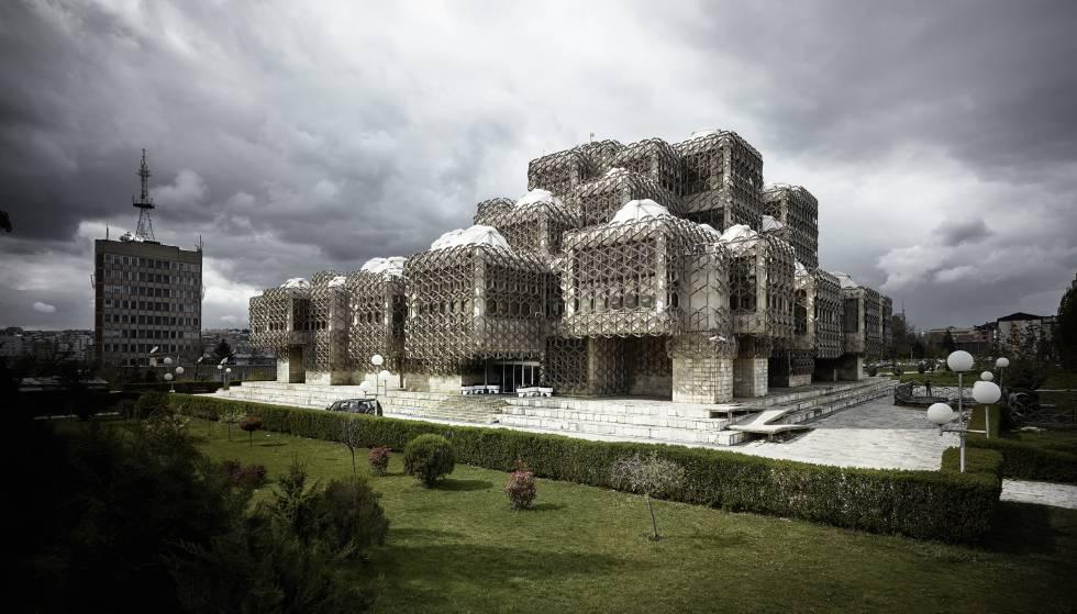 Del brutalismo del mariscal tito al valle de los ca dos for Arquitectura franquista