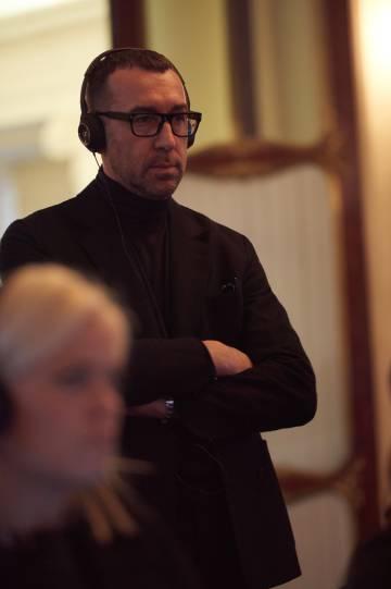 Alessandro Sartori asiste a la grabación de la campaña de Zegna con Patel y Bardem.