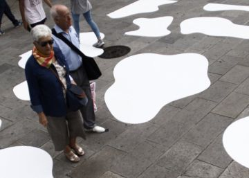 Dear dairy: Galicia ditches zebras for cows at a city crosswalk