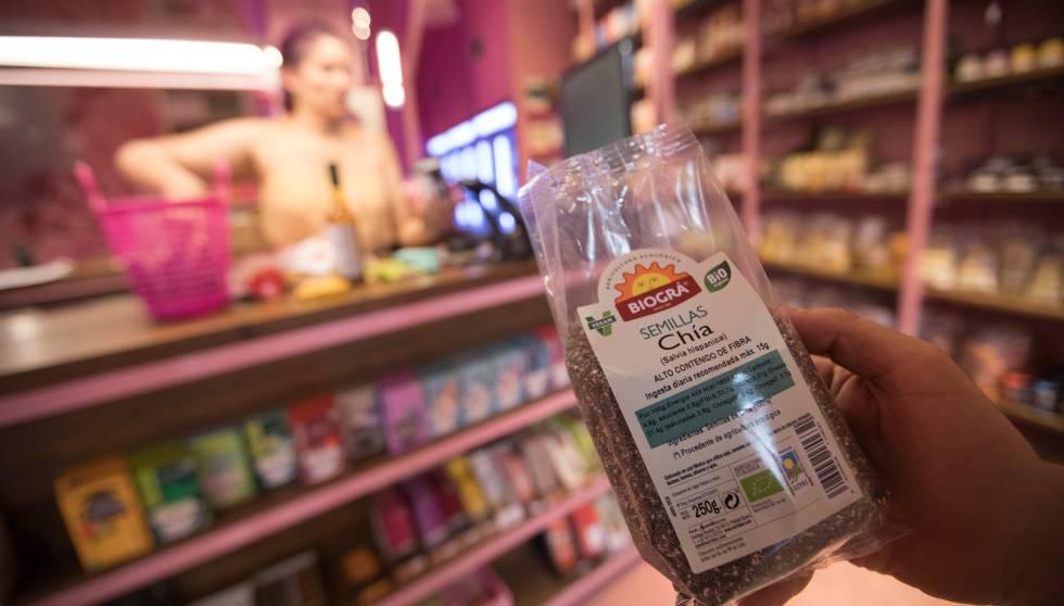 Una bolsa de semillas de chía en una tienda en el centro de Madrid.
