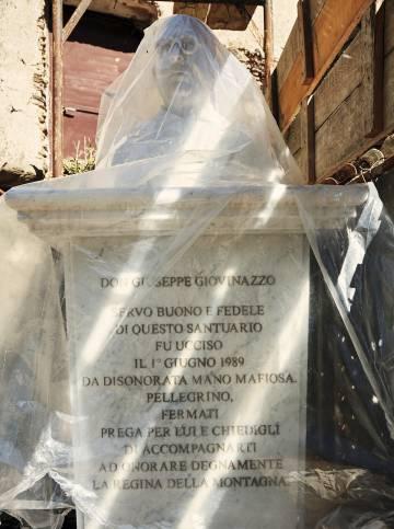 O busto de um padre assassinado pela 'Ndrangheta.