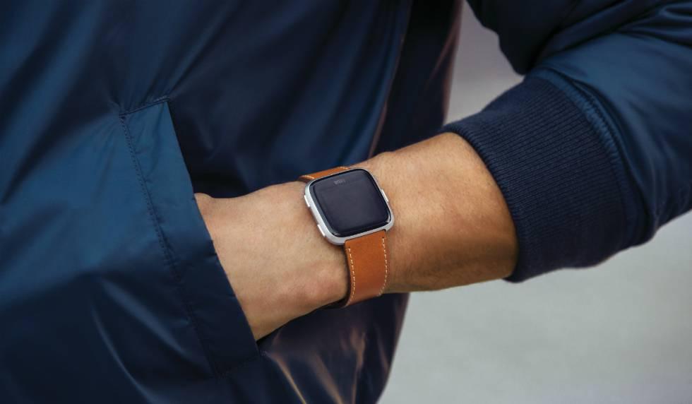 Fitbit Versa, un \'smartwatch\' que monitoriza el ciclo menstrual ...